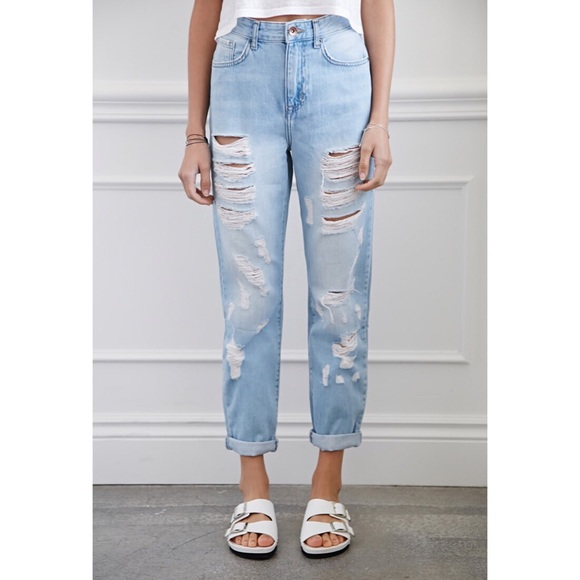 38bb4af31e250 Forever 21 Denim - FOREVER 21 LIGHT WASH RIPPED MOM JEANS SIZE 26